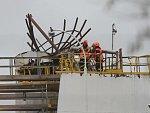Výbuch v chemičce v Kralupech: Oběti byly při neštěstí na střeše nádrže