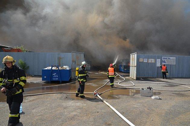 Požár skladovací haly vTursku.