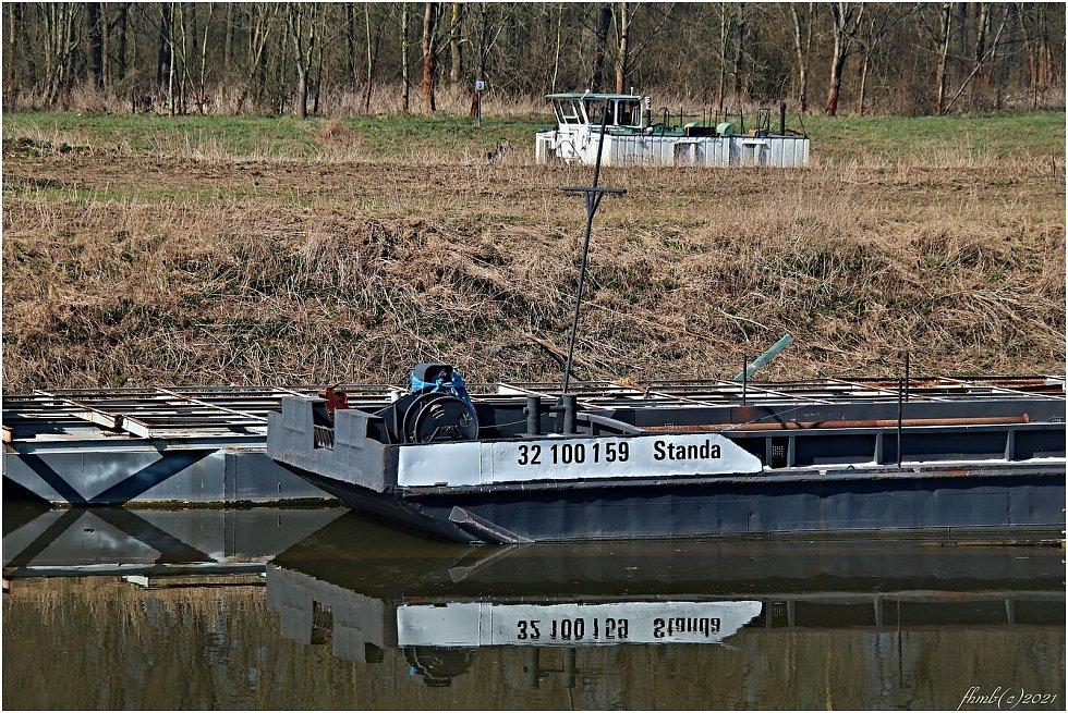 Tlačný remorkér na hlavním toku Labe