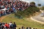 Mezinárodní závod motocyklů o pohár Jiřího Peroutky a závodních vozů o pohár Jiřího Kristiána Lobkowicze odstartuje vpátek 31. května.