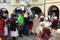 Na tradiční Vynášení Morany i přes ledový vítr a mráz zavítalo více než sto velkých i malých příznivců starých tradic.