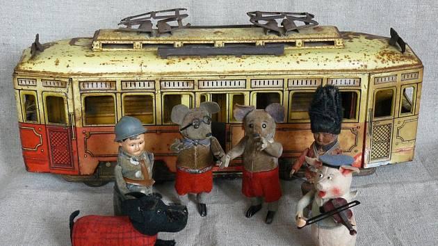 Výstava Staré mechanické hračky byla obohacena o nové exponáty.
