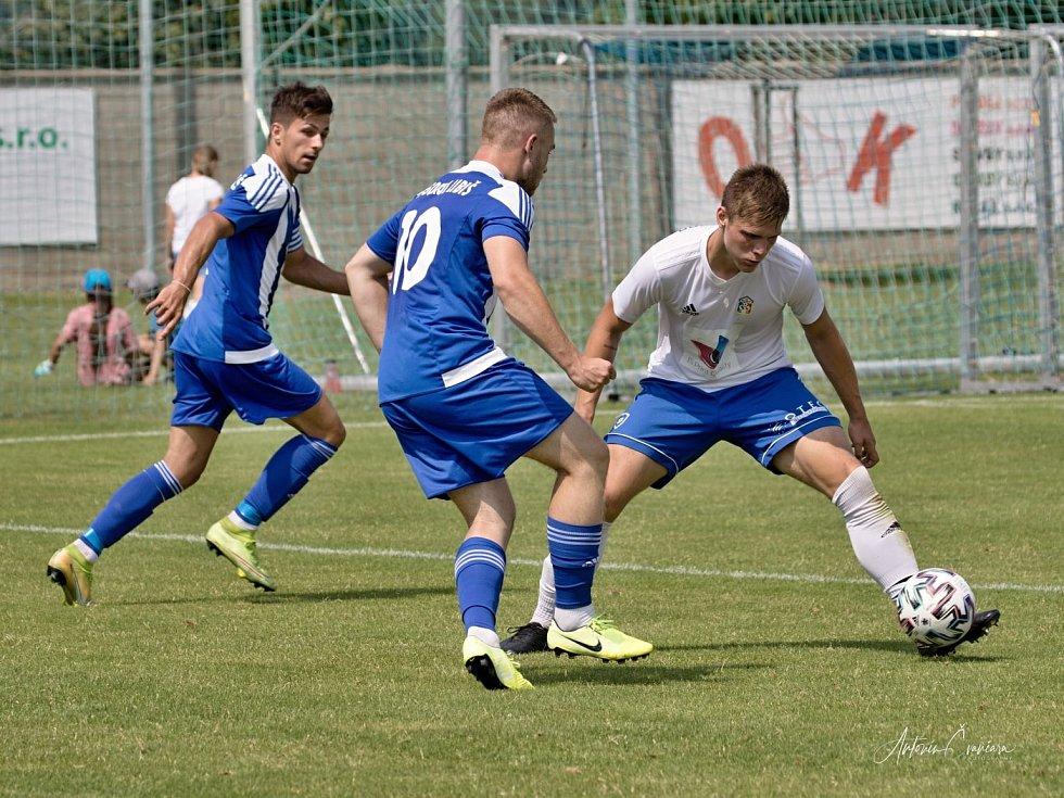 Příprava: Sokol Libiš (v modrém) - Motorlet Praha (0:4)