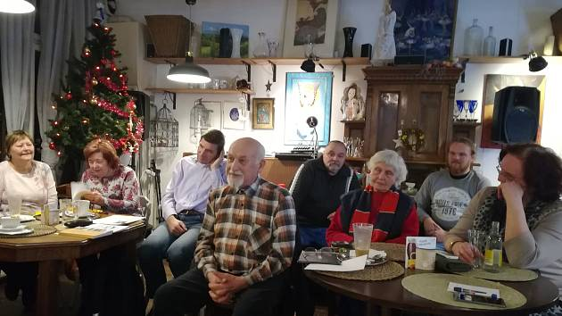 Literární klub Pegas Mělník, který letos slaví svoje třicátiny, si pozval do poetické kavárny Pohodovej anděl ve Svatováclavské ulici známou pražskou herečku Miriam Kantorkovou.