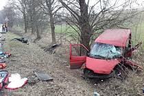 V úterý 14. března v dopoledních hodinách se na hlavním tahu mezi Mělníkem a Mladou Boleslaví stala vážná dopravní nehoda tří osobních automobilů a dodávky.