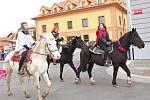 Vrcholnou součástí každoročních kralupských masopustů je tradičně průvod od Sokoliště přes most až do sídliště Lobeček.