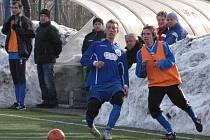V přípravných zápasech se Lukáš Müller (vpravo) střelecky prosazoval. Na zimním turnaji Meteoru například rozhodl zápas s Dobrovicemi.