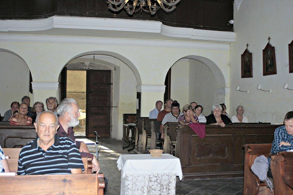 Sobotní podvečer patřil vkostele sv. Linharta vCítově varhannímu koncertu. Známý varhaník Pavel Černý, organolog a pedagog rozezněl varhany skladbami známých mistrů pravděpodobně naposledy na dlouhou dobu.