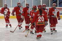 Hokejistky Slavie se s úspěšnou sezonou rozloučily srandamačem na domácím ledě v Kralupech.