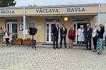 Zahájení nového školního roku se na Základní škole Václava Havla v Kralupech nad Vltavou pojilo s významným historickým milníkem. Za účasti starosty města Marka Czechmanna se totiž zároveň slavilo padesát let od založení školy.