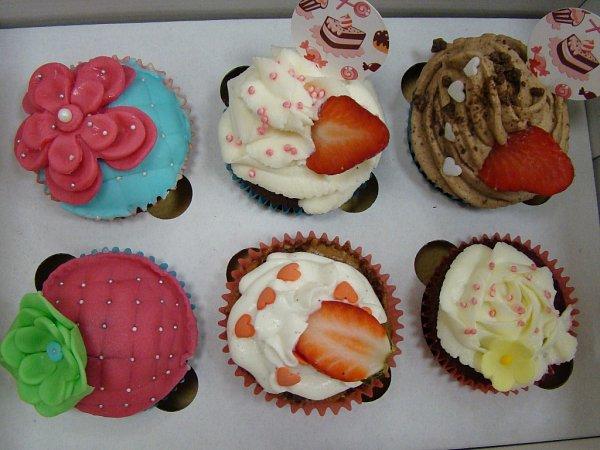 Vyvrcholením kurzu bylo zdobení dortíčků marcipánem.