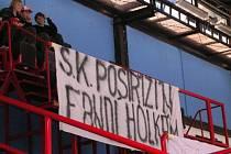 I přes podporu fotbalistů Postřižína, kteří přišli do hlediště zimního stadionu, ztratila Slavia další tři body.