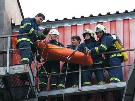 Jednotka sboru dobrovolných hasičů města Mělník v akci.
