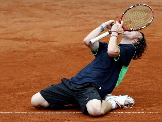 Takto Jan Šátral ještě coby náctiletý slavil své první velké vítězství - vroce 2008ovládl nejstarší tenisový turnaj mládeže vEvropě - 81.Pardubickou juniorku.