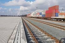 Ekologizace kontejnerového terminálu a úpravy vlečkových kolejí v přístavu Mělník - dokončená stavba.