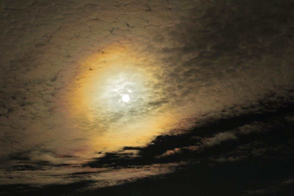 Sluneční koróna nad Chorouškami.
