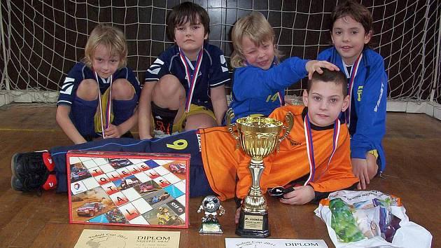 Mladší přípravka Neratovic vybojovala na turnaji v Praze druhé místo.