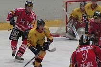 Z hokejového utkání Mělník – Chrudim (3:9).