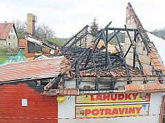 Požár prodejny potravin v Dolanech.