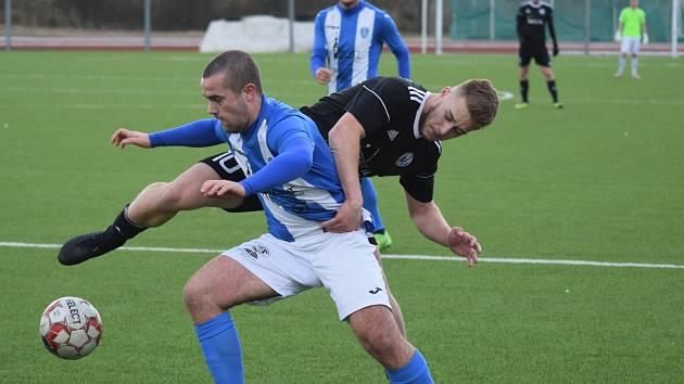 Fotbalisté Libiše v 16. kole divize B zvítězili po penaltách v Mostě.