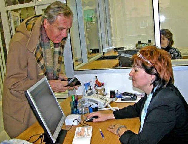 SLUŽBY. Informační centrum začalo okamžitě sloužit  občanům.