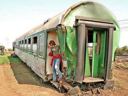 Redaktorka Mělnického deníku vychází z nezajištěného vagonu nedaleko Vraňan.