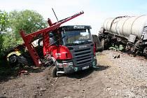 Nehoda kamionu a nákladního vlaku u Netřeby.