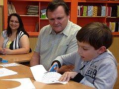 Zápis nemá být pro děti stresující, proto tam představují své dovednosti prostřednictvím různých zábavných cvičení