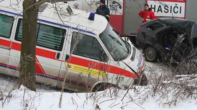Srážka sanitky s felícií u obce Vavřineč