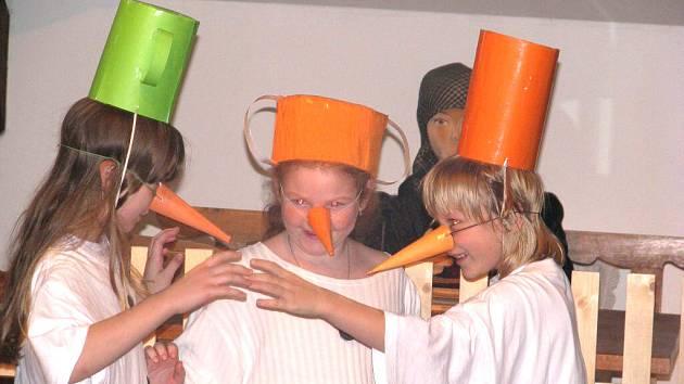Vernisáž zahájili mělničtí školáci hudebním a divadelním programem