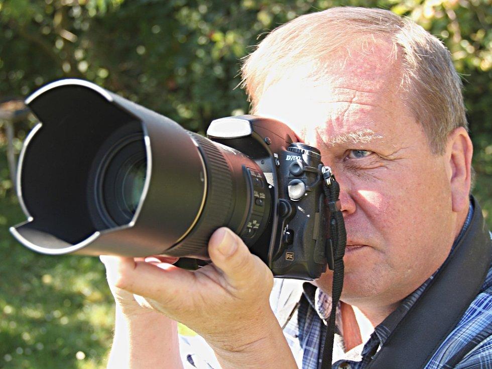 Fotoaparát se pro Petra Mazance stal velkým životním společníkem. Bez fotoaparátu neudělá ani krok. Často totiž například během jízdy autem zpozoruje úkaz, který stojí za zmáčknutí spouště.
