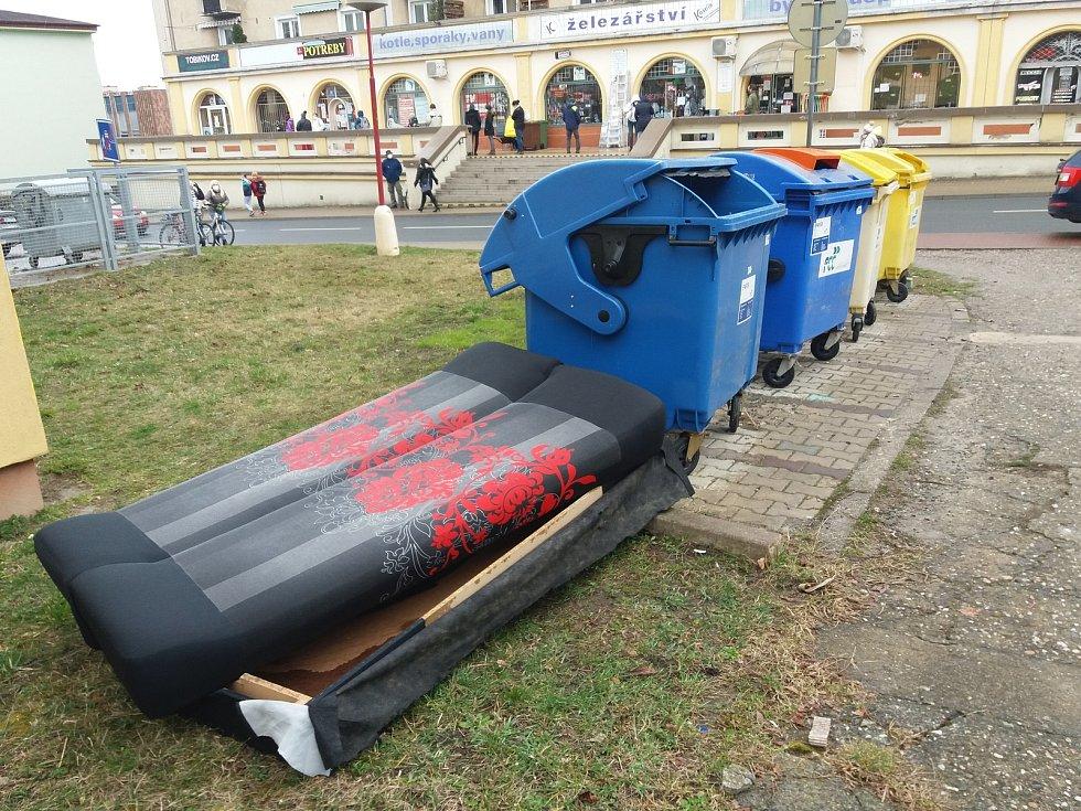 Městu došla trpělivost s nepořádkem a černými skládkami, a tak chce měsíc neuklízet odpad kolem popelnic a upozornit tak na problém občany města.