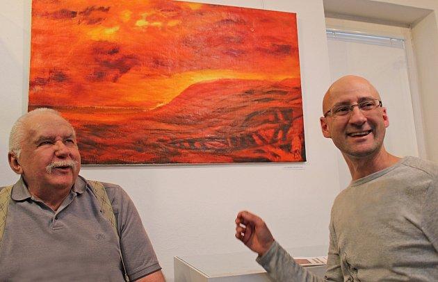 Městské muzeum v Kralupech přichystalo expozici obrazů Johna Novotného (vlevo), která bude vystavena až do 20. května.