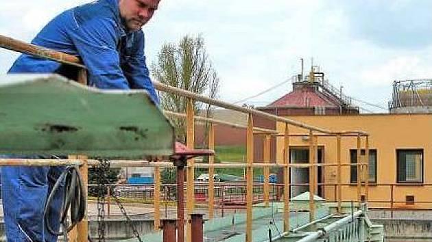 VODÁRNY. Kralupskou laboratoř pitných a odpadních vod převedly vodárny do areálu kladenské čistírny.