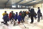 Mladí hokejisté HC Buldoci Neratovice se vrátili na led.