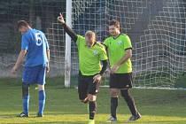 I. A třída, 12. kolo: Dynamo Nelahozeves (v zeleném) porazilo Doksy 3:0.