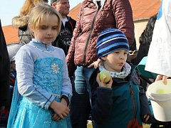 V areálu lobkovického zámku se poslední únorovou sobotu konal tradiční masopust.