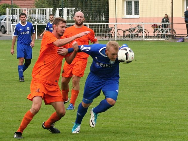 Nelahozeves v derby porazila Vojkovice, tři body Dynamu vystřelil Kobera.