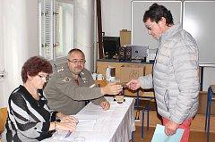 Ve Dvořákově gymnáziu byly dvě volební místnosti.