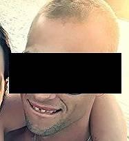 Podle zdrojů Práva je jedním z podezřelých zhruba třicetiletý D. Š., který pochází z Kralup nad Vltavou.