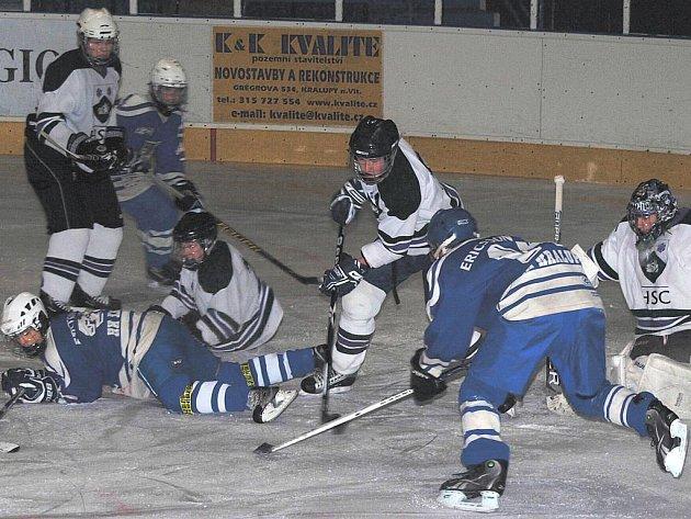 Středoškolské týmy z kanadského Hamiltonu vyhrály v Kralupech hokejový i basketbalový přátelských zápas s domácími dorostenci.