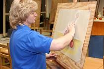 Miluška Fišerová se při kreslení a malování uzavírá do vlastního světa.
