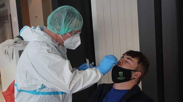 Testování zaměstnanců. Ilustrační foto.