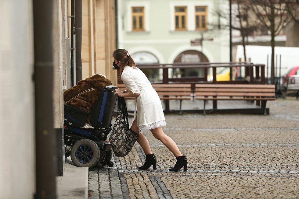 Lidé v ulicích Mělníka.