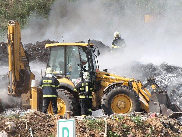 Ve Mšeně hořela skládka komunálního odpadu.