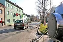 Jeden nový radar bude naistalován v Kokořínské ulici před přechodem u mateřské školy, druhý v Pražské ulici někde mezi střední stavební a základní školou (na snímku).