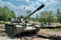 Německé útočné dělo STUG 3, sovětské tanky T54, T55, T72 a hlavně T34, proslavený v druhé světové válce. To vše a ještě mnohem více můžou vidět návštěvníci v sobotu 27. dubna na Tankovém dni s Mirakulem v Milovicích.