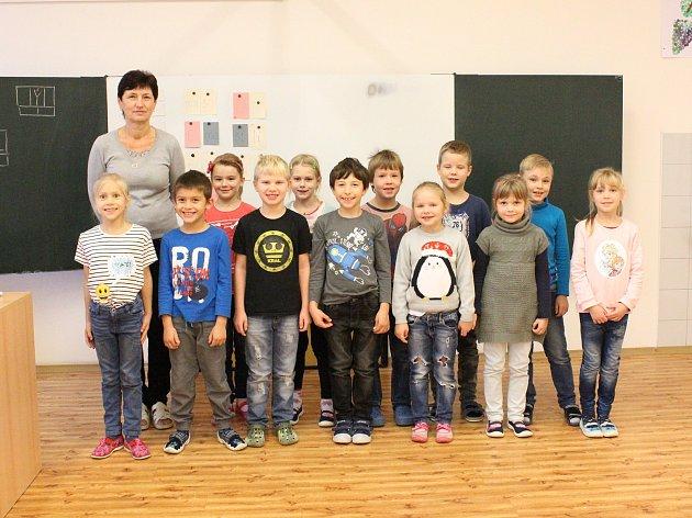 Žáci 1.třídy ZŠ Chlumín, třídní učitelka Věra Hloušková