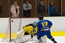 Zápas 6. kola krajské ligy mezi Juniorem Mělník a Černošicemi rozhodly až nájezdy, kterým v domácí bráně čelil Jiří Škubal. Hosté v nich byli o něco úspěšnější.