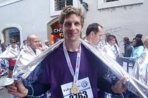 V CÍLI. Patrik Elhenický právě zaběhl svůj první maraton.